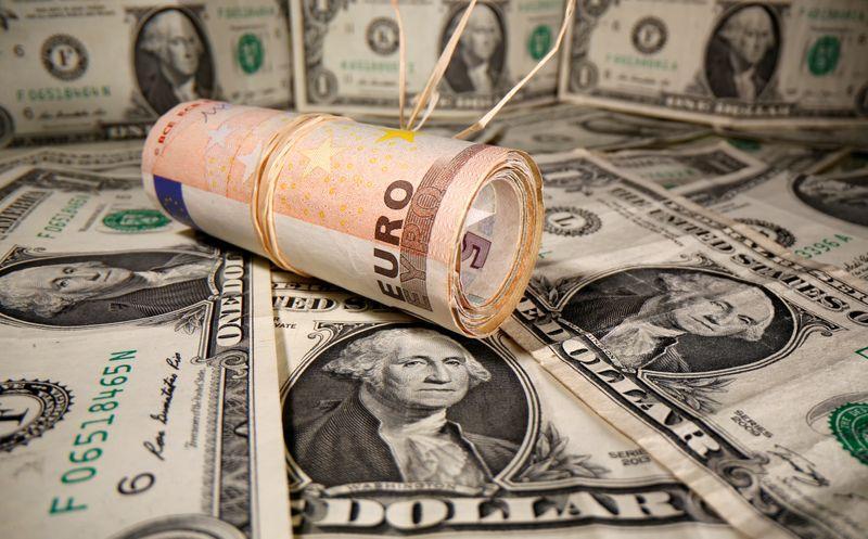 Forex, dollaro guadagna terreno, timori commercio pesano su dollaro australiano