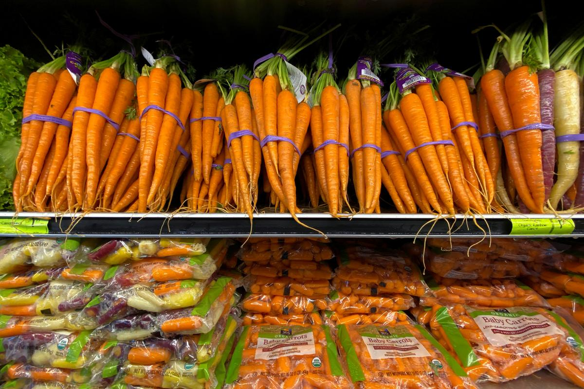 Coronavirus spreads among fruit and vegetable packers, worrying U.S. officials