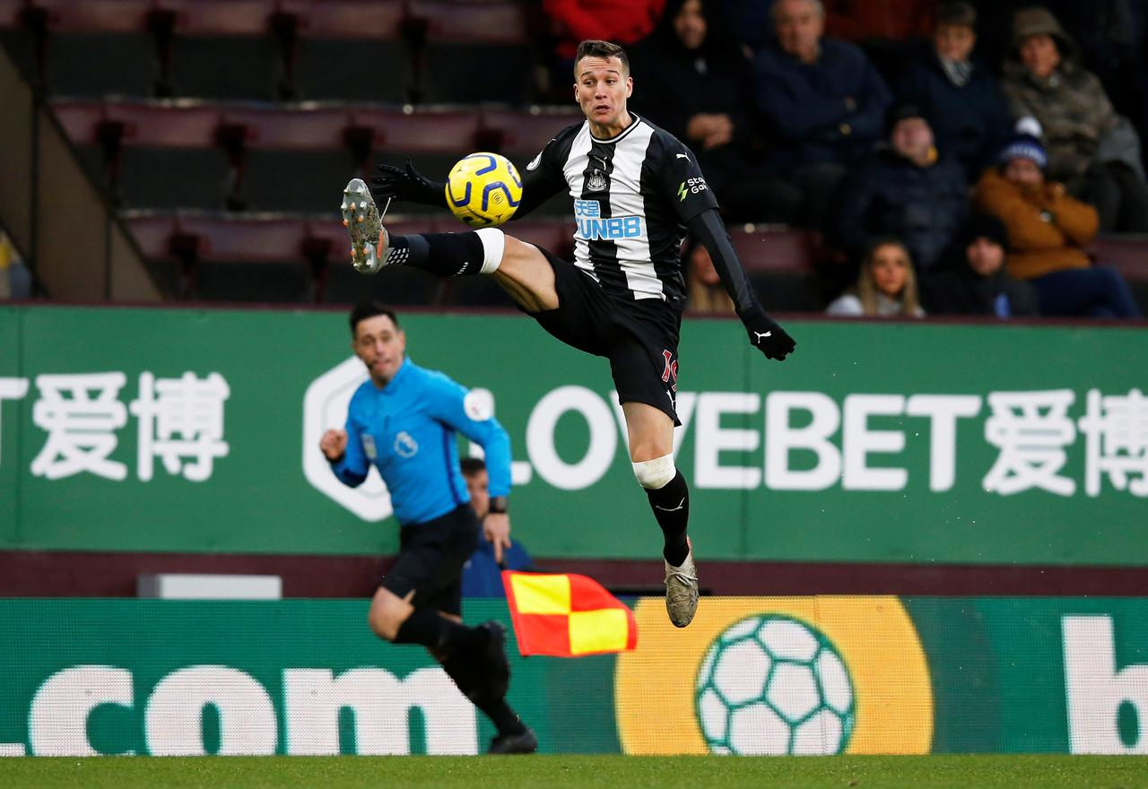 Manquillo and Carroll agree Newcastle contract extensions - Reuters