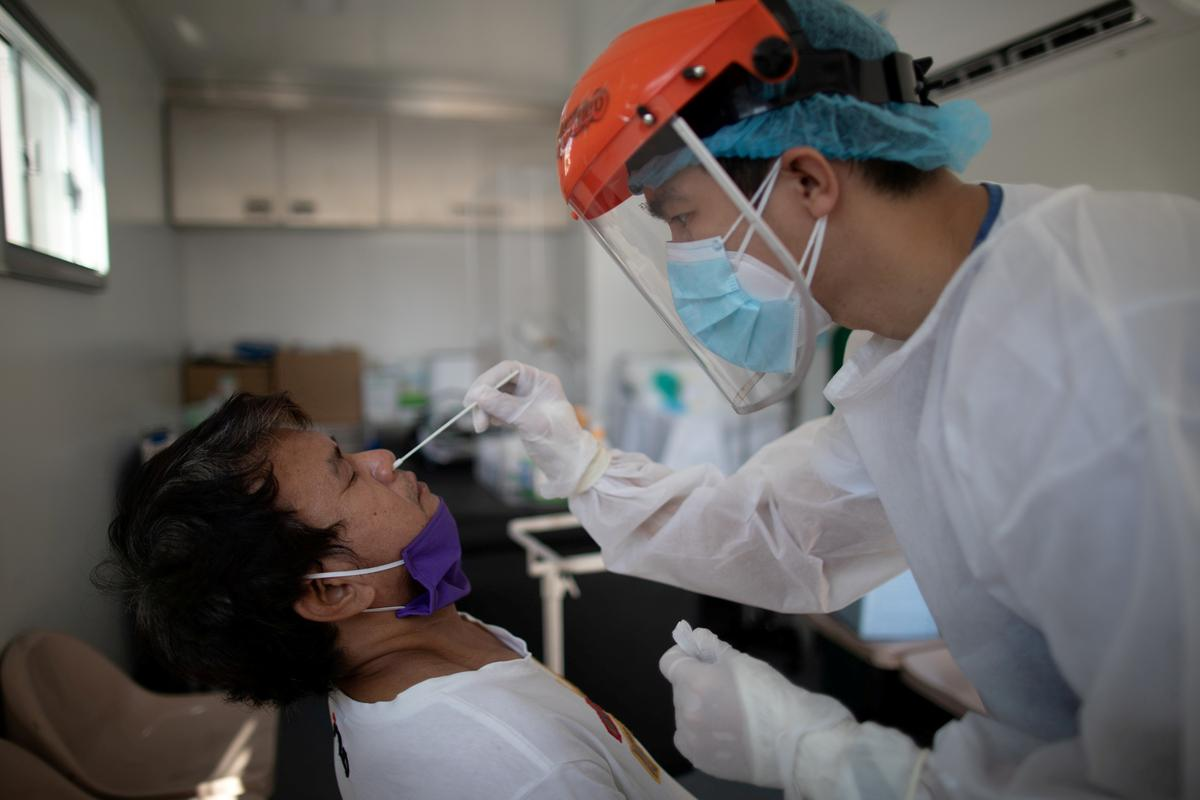 Philippines confirms 999 new coronavirus infections, four more deaths