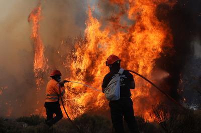 Greek firefighters battle raging forest fire
