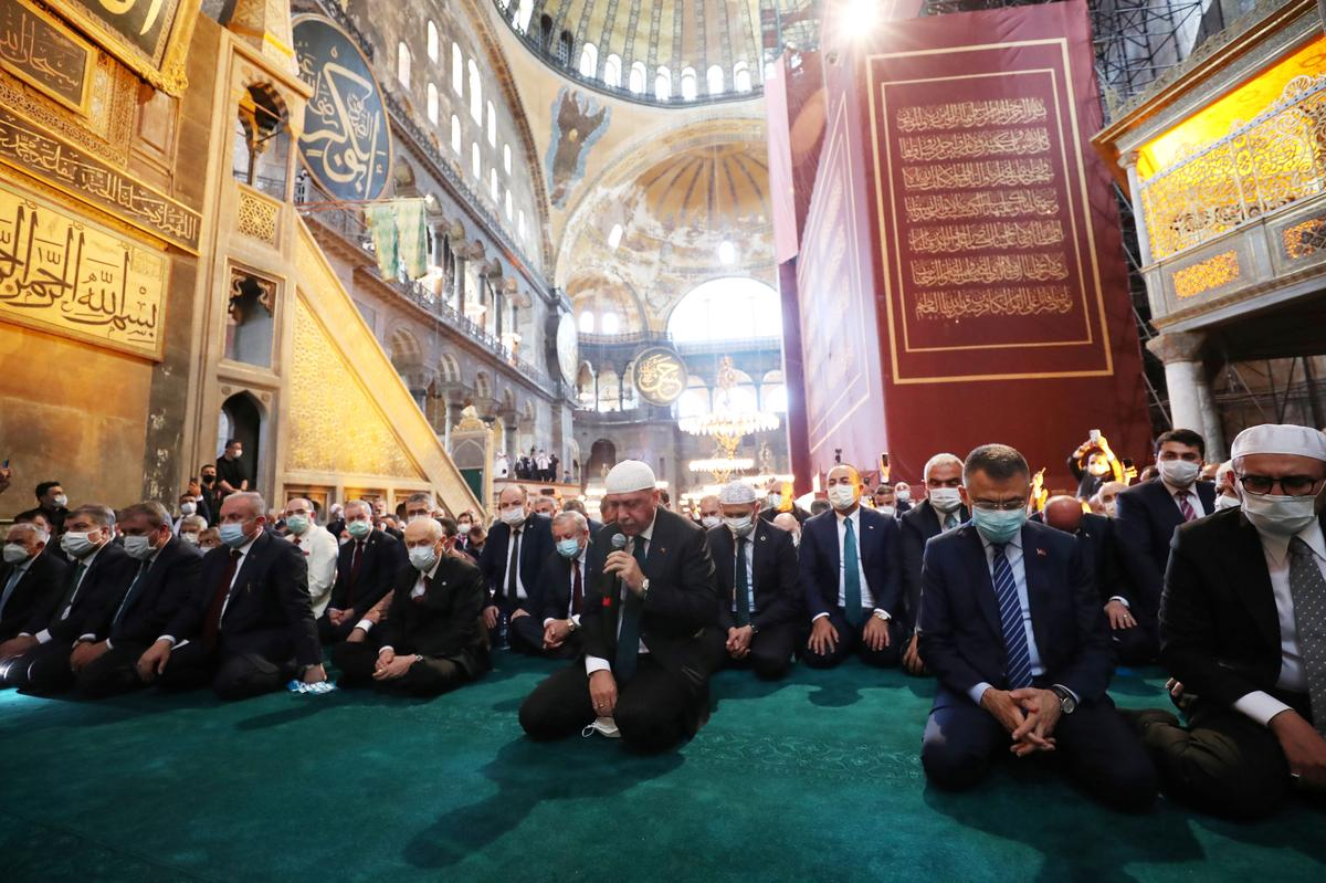 Erdogan joins thousands to pray for first time at Istanbul's Hagia ...
