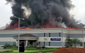 Fires and unrest in Nigeria's Lagos despite curfew