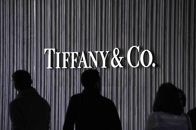 Visitors walk by a Tiffany & Co. Store at Santa Monica Place in Santa Monica, California November 26, 2010. REUTERS/Phil McCarten/Files