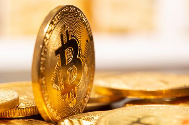 bitcoin toliau pakils)