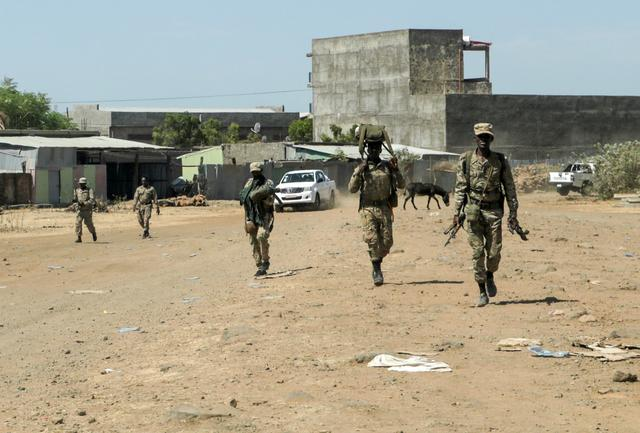 FILE PHOTO: Members of the Amhara Special Force return to the Dansha Mechanized 5th division Military base after fighting against the Tigray People's Liberation Front (TPLF), in Danasha, Amhara region near a border with Tigray, Ethiopia November 9, 2020. REUTERS/Tiksa Negeri/File Photo