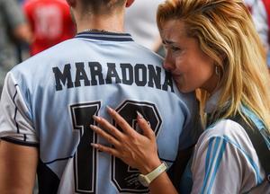 Fans mourn soccer great Diego Maradona