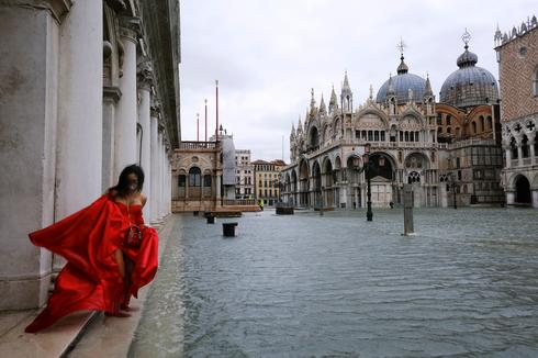 Venice under water as downpours and wind take city by surprise