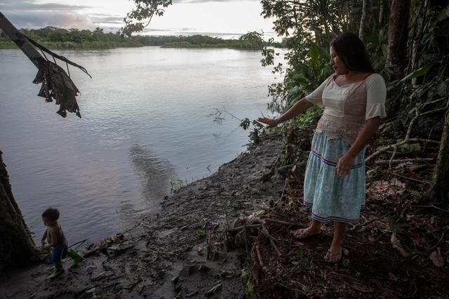Fanny Licuy gestures to the river banks after oil spill hit her community, in Sani Isla, Ecuador May 9, 2020. Ivan Castaneira/Amazon Watch/Handout via REUTERS