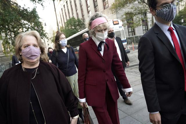 FILE PHOTO: U.S. President Donald Trump rape accuser E. Jean Carroll departs from her hearing at federal court during the coronavirus disease (COVID-19) pandemic in the Manhattan borough of New York City, New York, U.S., October 21, 2020. REUTERS/Carlo Allegri/File Photo
