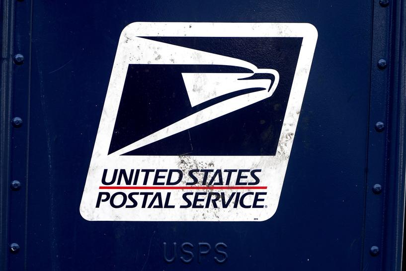 reuters.com - David Shepardson - U.S. Postal chief commits to 10% of new delivery fleet as electric vehicles