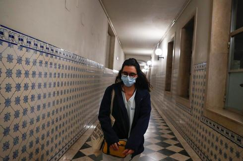 Exhausted by COVID-19 fight, Portuguese nurses struggle to pay bills