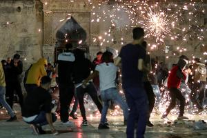 Israeli police, Palestinians clash at Jerusalem's Al-Aqsa Mosque
