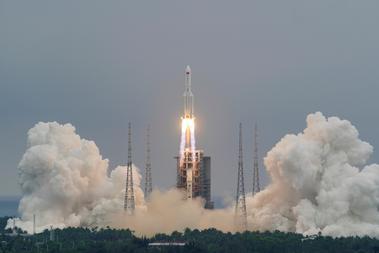 中国のロケット残骸、9日早くに大気圏再突入 欧米の機関が予測
