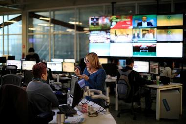 焦点:グーグルとFB、「巨額メディア支援」は十分な額なのか