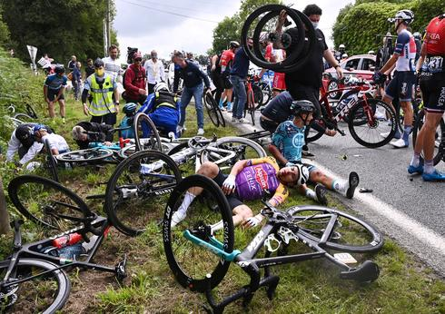 First stage of Tour de France marred by two huge crashes