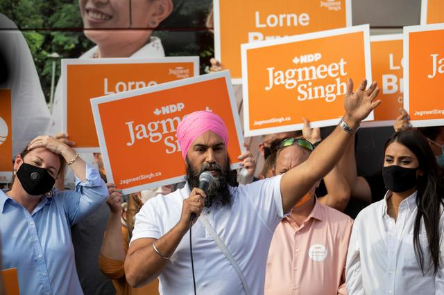 New Democratic Party (NDP) leader Jagmeet Singh makes an election campaign visit in Kitchener, Ontario, Canada September 14, 2021. REUTERS/Nick Iwanyshyn
