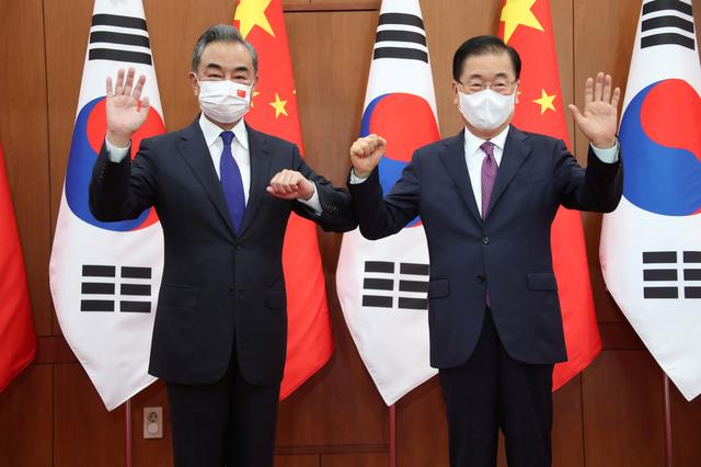 Chinese Foreign Minister Wang Yi poses for photographs with his South Korean counterpart Chung Eui-yong at Foreign Ministry in Seoul, South Korea, September 15, 2021. Yonhap via REUTERS