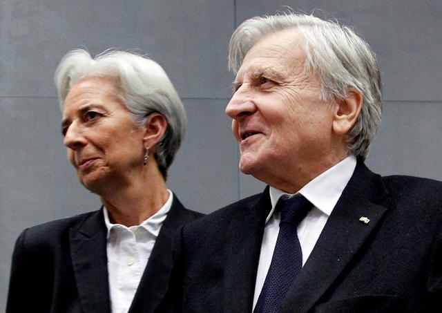 FILE PHOTO: France's Finance Minister Christine Lagarde and European Central Bank (ECB) President Jean-Claude Trichet (R) arrive at a meeting on the European Stability Mechanism in Luxembourg June 20, 2011.   REUTERS/Francois Lenoir
