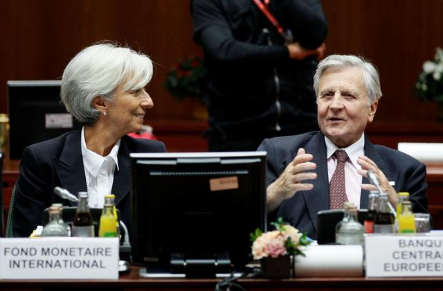 FILE PHOTO: IMF President Christine Lagarde (L) and European Central Bank President Jean-Claude Trichet (R) attend a euro zone summit in Brussels October 23, 2011.      REUTERS/Yves Herman