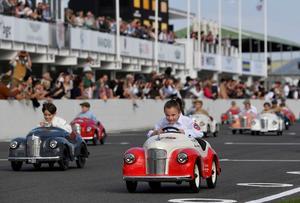 Retro racing at Goodwood
