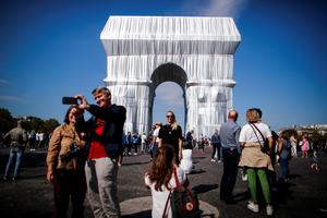 Crowds admire Paris' Arc de Triomphe wrapped in shimmering fabric