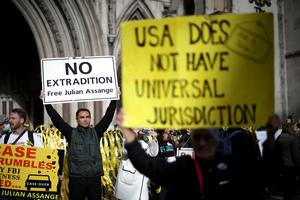Supporters of Wikileaks founder Julian Assange protest extradition